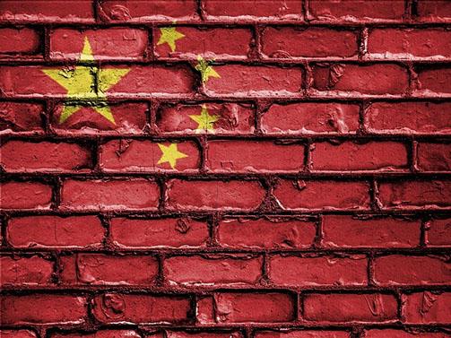 Chinesische Flagge auf eine Mauer projiziert