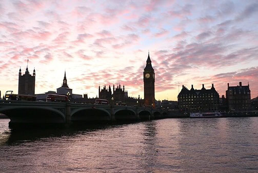 Panorama Londons bei aufziehender Dämmerung