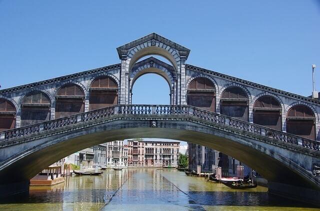 Brücke Italien, Italienisch