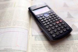 Lehrbuch mit Taschenrechner, Mathematik