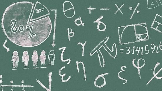Tafel mit Symbolen aus der Mathematik