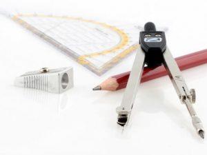 Zirkel, Geodreieck und Bleistift